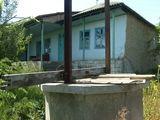 Se vinde casa batrineasca cu gradina - 30 ari si fintina.