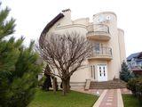 sect.Sculeni, str.Ghidighici, casa de lux, 350m2, 3et., euroreparatie, mobila!