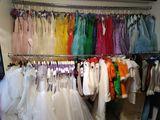 vand rochii de ocazie pentru fetițe și costume de carnaval pentru copii.