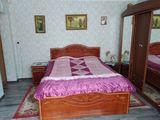 Se vinde! Dormitor din lemn natural de nuc!