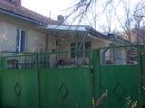 Vînd casă cu 3 odăi, 16 ari, comunicații, 14900 euro.