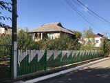 Se vinde urgent, casă cu toate comoditățile si confort sporit. intr-o zonă liniștită a orașului.