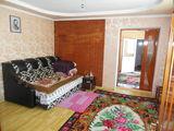 Продается два  дома в  Яловенах на  две  семьи на  участке 10  соток