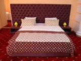Camera pe ora 95 lei, noapte 399 lei, amenajare romantica