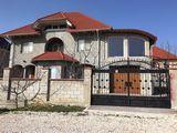 Ialoveni-casa mare,pentru un Gospodar Bun