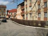 Внимание хорошая 3-комнатная  кв. 80м2  в Яловенах по ул  Молдова на 1 этаже
