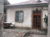 Продается часть дома ( 18 м ) + 160 м земельного участка = 22000 евро . Идеальное место для бизнеса