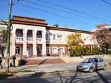 Продаётся офисное здание площадью 1300 м2 Центр Тигина