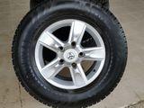 R17. Land Cruiser. Toyota. Диски с зимней резиной Nokian.