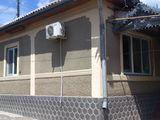 В Кишиневе на одном участке продаются два дома
