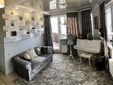 Penthouse cu 3 camere + living + terasa. Str. Radautanu.