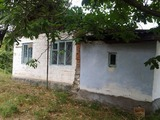 В Страшенах,недорого,продаётся старый дом с большим садом и огородом.