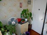 14 кв.м. комната, на 3 семьи - кухня, удобства, ремонт.