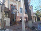 Продаем торгово-офисное здание в 417 м2 в центре г. Кишинев ! Первая линия!