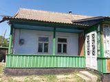 Se vinde urgent  casa in centru s.Puhoi r.Ialoveni