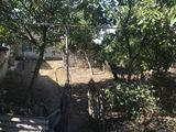 Продаю 11 соток между мостами дом старый ул.Кишинэу