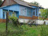 Срочно.Продается дом в 20 км от Кишинева.Отлично расположенный старый дом с хорошим участком.