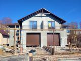 Casa de tip duplex  - 180m2, garaj, beci, gradina verde, drumul este asfaltat !!!