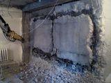 Demolări mecanizate interioare și exterioare.