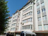 Spre vânzare apartament cu 3 camere! Euroreparație! 107 m2! Buiucani, str. Alba Iulia!