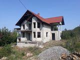 Spre vânzare casă în versiunea sură, 3 nivele - 500 mp + teren adiacent de 7 ari! Trușeni