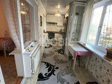 Se vinde apartament mobilat și intrare separată