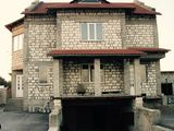 Vind casa cu destinatie complexa, Balti, cu acces direct la soseaua Balti-Riscani
