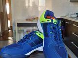 Продам шикардосные кроссовки для бадминтон,  теннис, пингпонг