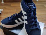 Продам новые кроссовки Adidas наш 44-44,5 размер,стелька 28,5 см оригинал