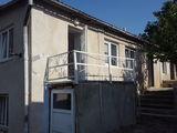 Продаю дом в оргееве 1,5 этажа. общ 109кв жил две комнаты по 19кв сан/уз в доме,6 соток
