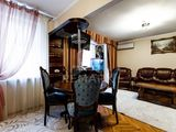 Chirie  Apartament cu 3 camere Buiucani str. Alba Iulia 400 €