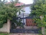 Casa mare la intrarea in Ialoveni,sector nou