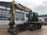 Servicii de excavare, camioane si buldozer.