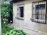 Компактный дом в начале улицы Дойна