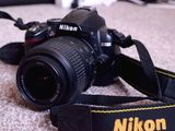 Nikon D3000 full kit: aparat, obiectiv, geanta, SD...120 euro