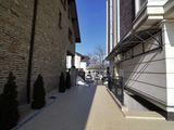 Продается 3 комнатная квартира в самом центре Кишинева в доме комфорт класса.
