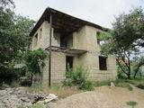 Продам дом в центре Милешть Мичь