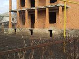 Casă cu două nivele (construcție nefinisată) în or.Soroca str. Gribovca. Urgent... Urgent... Urgent.