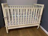 Vînd pat din lemn pentru copii