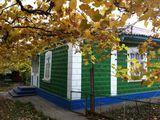 """Casa 100 m2 + 2 constructii auxiliare(bucatarie de vara si """"sarai"""" de iarna)+ garaj +spatii speciale"""