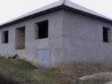 casa se afla la o distanta de 600m de la soseaua centrala chisinau orhei. în satul Peresecina