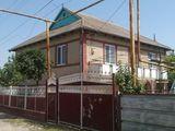 продается хороший двухэтажный дом в центре города Бессарабка