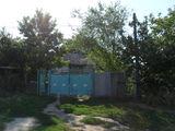 1-этажный дом старой постройки на 9,5 сотках земли в Яловень по улице Михай Витязул Цена 22000 евро