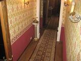 Сдаю трех комнатную квартиру на длительный срок,способ оплаты помесячно (контракт)