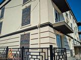 Apartament in bloc nou (105 m.p.) in casa cu 3 nivele + debara 32 m.p. si parcare Cadou!