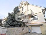 Vânzare casă superbă, 450 mp, 6 ari, Centru, 395000 €.