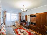 Продам 2-ух комнатную квартиру 60кв.метров с обстановкой, окнами в  парк Алунел.