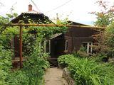 Durlești, str. Viilor 14. Se vinde o parte de casă cu suprafața 110 m.p. cu lot de 6 ari