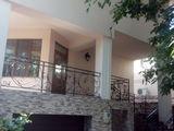 Продается 2-этажный  дом в Кишиневе    в очень  удобном ,удачном месте