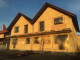 Casa de locuit tip townhouse sau duplex